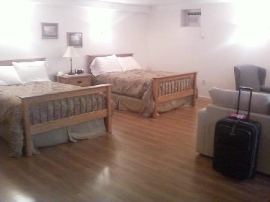 Boardwalk Inn : Swift River Room
