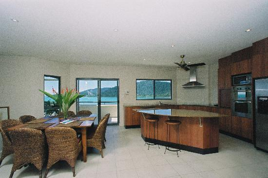 Portside Whitsunday: 4 Bedroom Penthouse Kitchen