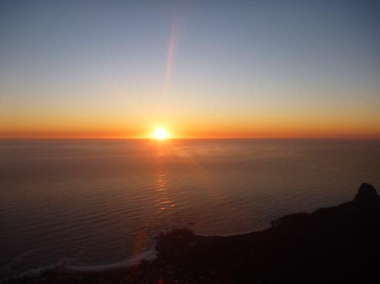 Cape Town Backpackers: Table Mountain at sundown is a must