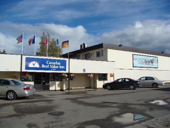 Canadas Best Value Inn: Hotel exterior