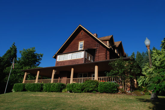 Mineral Lake Lodge: The Lodge