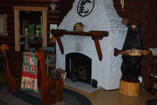 Mineral Lake Lodge: Inside the lodge