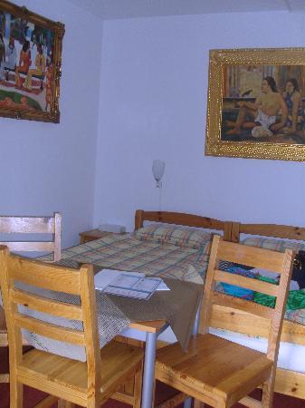 Dischma Hotel: Camera famiglia:letto matrimoniale