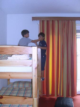 Dischma Hotel: Camera famiglia:letti a castello