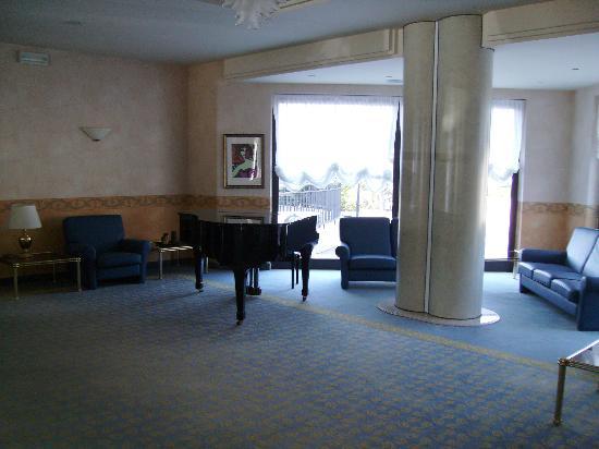 Villa Fontana Hotel: salone con pianoforte