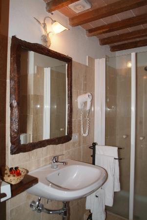 Il bagno in travertino estratto dalle vicine cave di rapolano picture of podere alberese - Bagno travertino ...