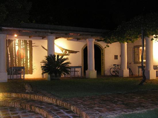 Posada de Campo Gondwana: Restaurant bei Nacht