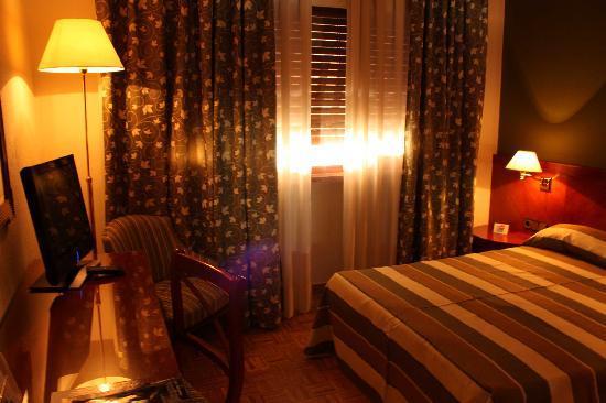 Torremangana Hotel: ダブルベッド