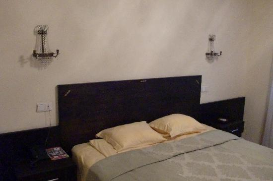 Hotel Octagon: Double room - comfortable bed