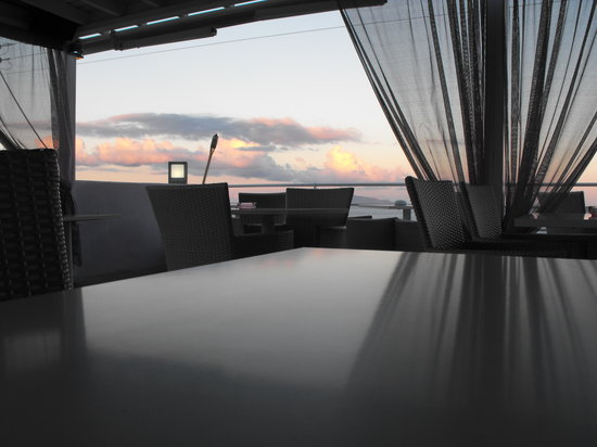 Sky Lounge : looking over see front