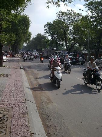 Riverside Hotel Saigon : Strassensituation