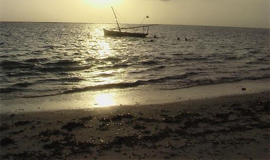 Melinde, Quênia: Questa è una foto della popolare spiaggia di Che-Chale detta anche Spiaggia Dorata