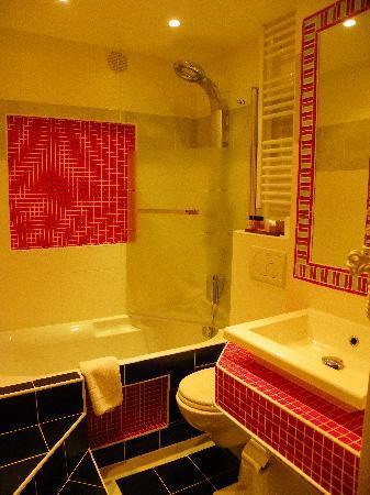 Hotel Poussin: salle de bains