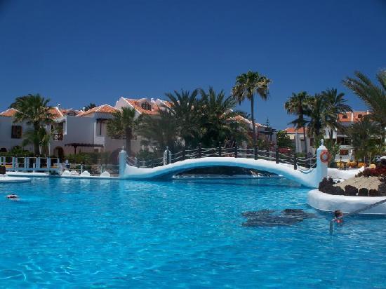 Parque Santiago: hotel pool area
