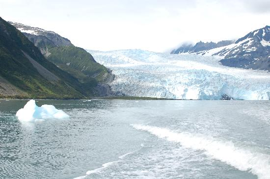 Orca Island Cabins: leaving the glacier, it was cold!