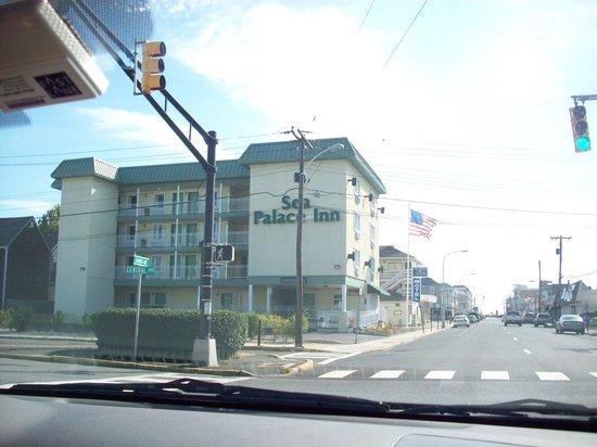 Sea Palace Motel: Outside of hotel