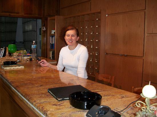 Golden Beach Hotel: Maria receptionist