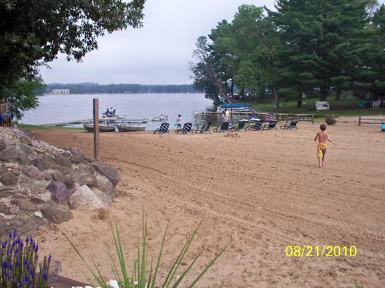 Baker's Sunset Bay Resort: the beach