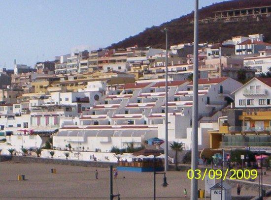 Apartamentos Las Fuentes: View of Apts from beach