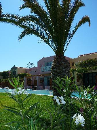 Zorbas Village and Aqua Park : bungalow con piscina