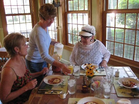 Yates House Bed & Breakfast: Serving it up!