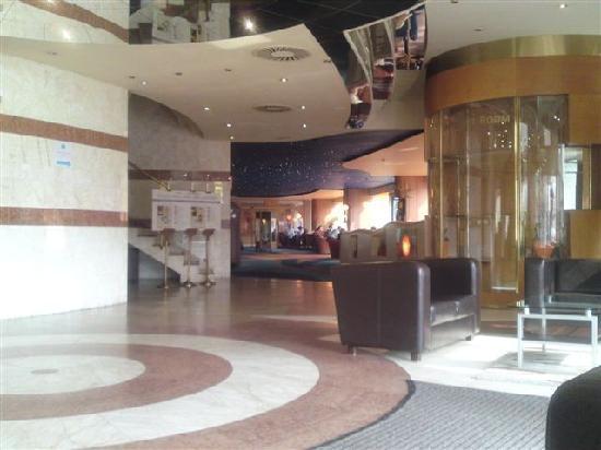 Bobycentrum Hotel: カジノのあるロビー