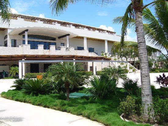 Entrance - Secrets Maroma Beach Riviera Cancun: le pavillon principal
