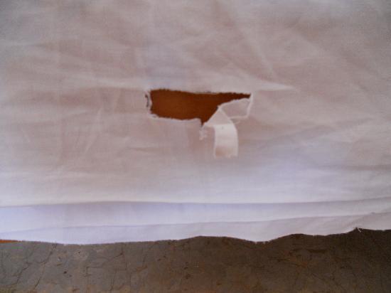 Marilena Studios & Apartments: bed sheets