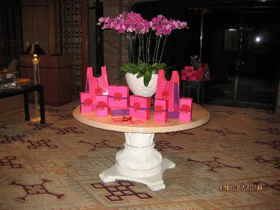 Regent Singapore, A Four Seasons Hotel: Center table celebrating the Moon Cake festival