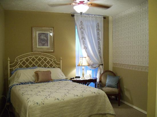 Weaver Inn : The Laura Room