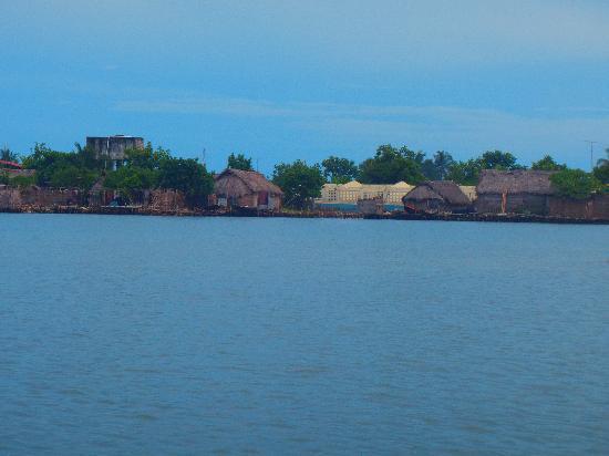 Dolphin Lodge Uaguinega: Island