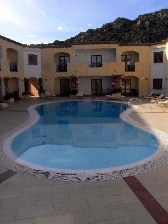 Hotel Monti di Mola: Pool.