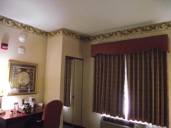 Comfort Suites Newark: Nice Room