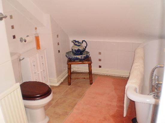 Victoria Cottage B & B: Shared bathroom
