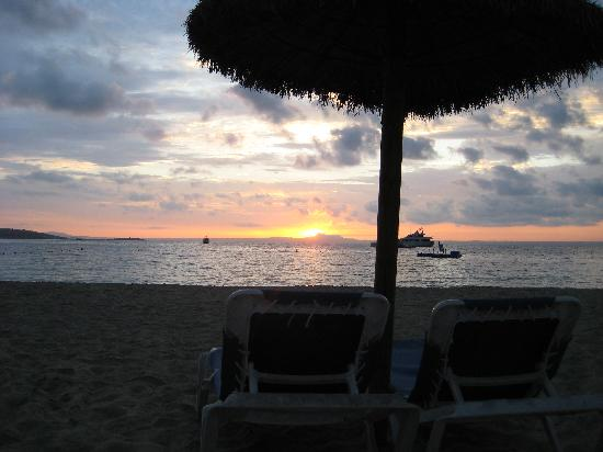 Globales Santa Lucia Hotel: beach in the morning