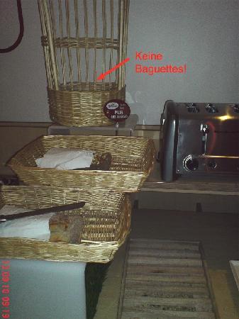 Keine Baguettes, wenig Brot (ibis Sarlat Frühstück Sept. 2010)