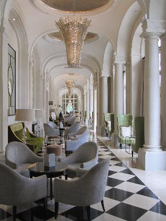 Halle im trianon palace versailles picture of trianon palace versailles a waldorf astoria - Hotel trianon versailles ...
