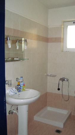 Pelouzo Hotel: Bathroom