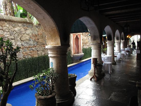 Meson Panza Verde : Pool & Restaurant