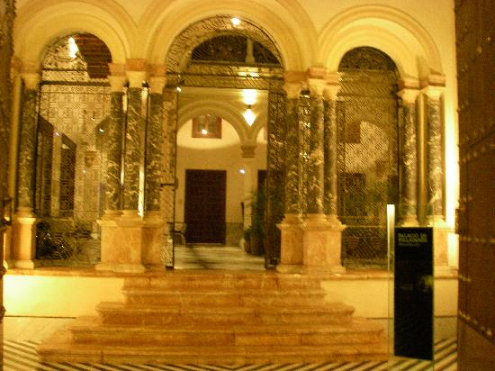 Hotel Palacio de Villapanes: Entrance to hotel