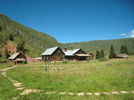 Dunton Hot Springs : view of main lodge