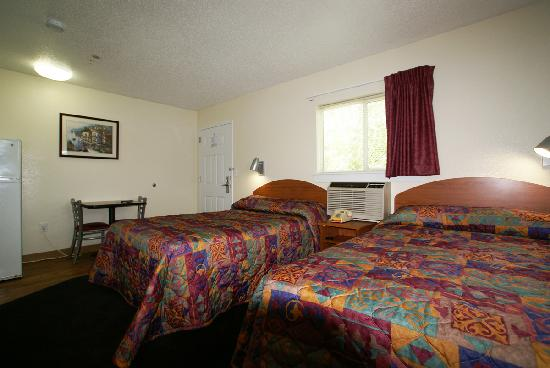 InTown Suites Columbia Northwest : Typical Two Bed Room