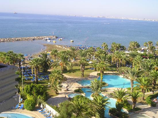 Golden Bay Beach Hotel: Foto dalla stanza
