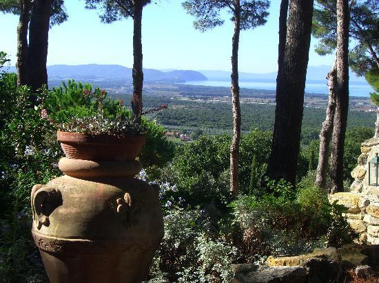 Relais Poggio Ai Santi: In the gardens