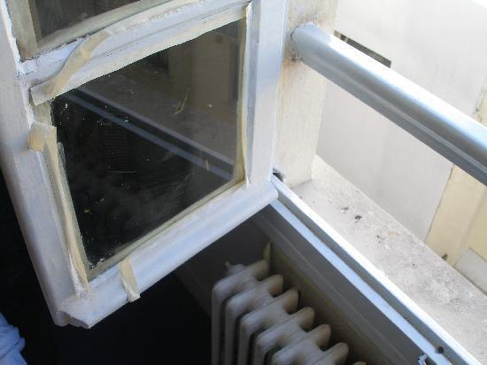 Residence De Bruxelles: Window