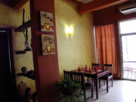 Casa Luna: cozy dining area