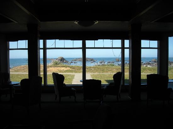 Oceanfront Lodge: The Lobby looking out