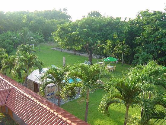 Acuarium Resort Hotel: The backyard 1