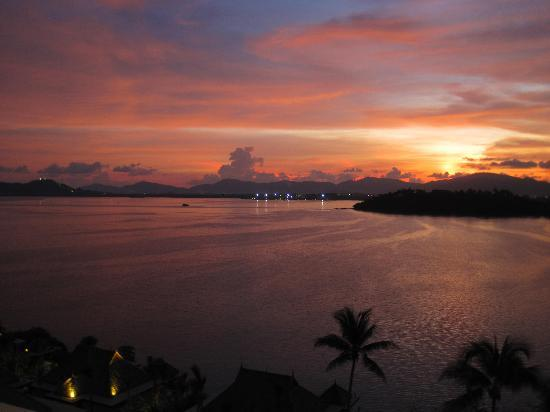 The Westin Siray Bay Resort & Spa Phuket: Sunset view from the balcony
