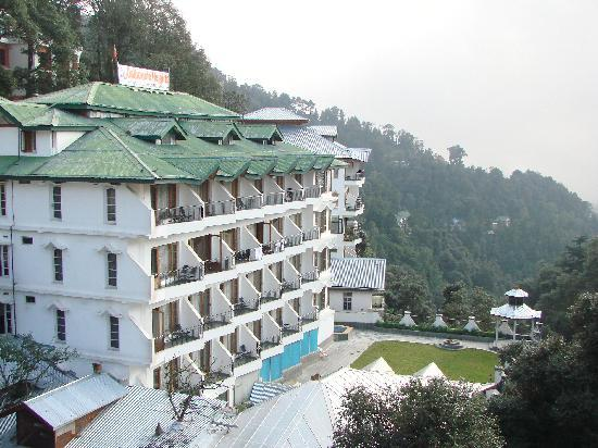 Hotel Dalhousie Heights : view from bus stand